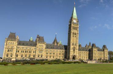Définir les lignes de parti: la position des partis politiques canadiens face aux problèmes touchant le commerce de détail