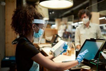 Le nombre d'emplois dans le commerce de détail diminue en raison des restrictions de santé publique