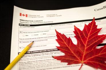 Le Canada facilite l'obtention de la résidence permanente et de permis de travail à certains employés de détail pour lutter contre la pénurie de main-d'œuvre